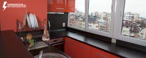 кухня с балкон