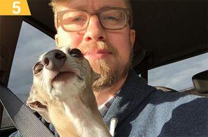 куче и човек селфи