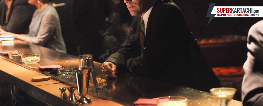 мъж в бар